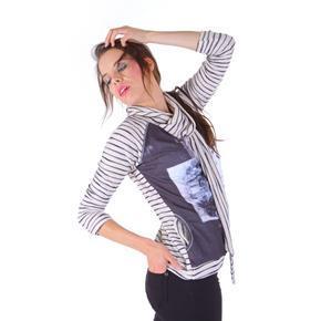 Luxusní tričko Raisa s cvočky a potiskem