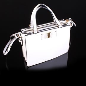 Malá kabelka Claudie bílá 4E