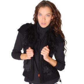 Černá vesta Katey s umělou kožešinou