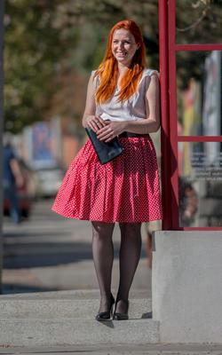 Červená kolová sukně Karolína se srdíčky - 2