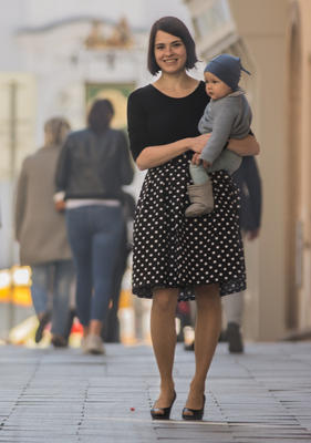 Černá zavinovací sukně Magda s puntíky - 2