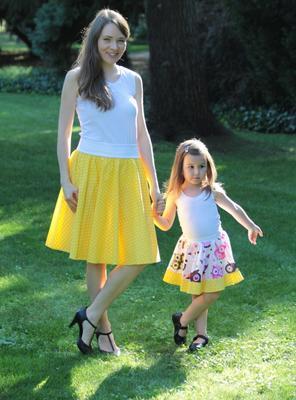 Dívčí žlutá kolová sukně Beata se sovičkami - 3