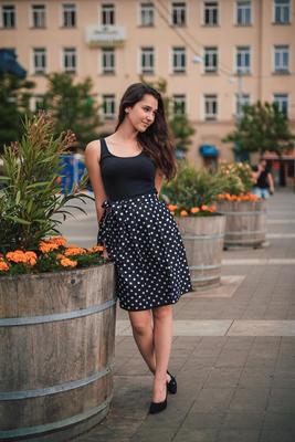 Černá zavinovací sukně Magda s puntíky - 5